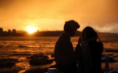 La espectacular puesta de sol sobre Gijón