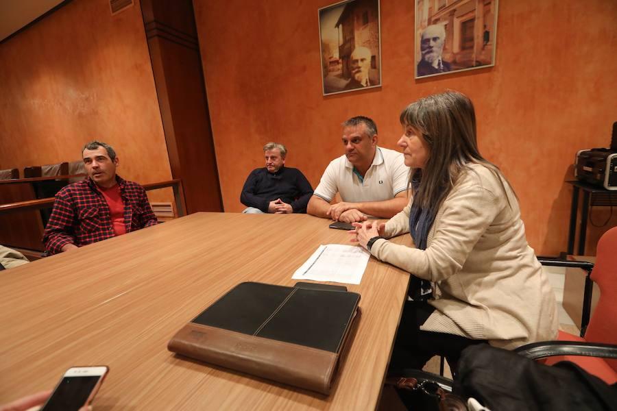 Los sindicatos municipales de Avilés se encierran en el Ayuntamiento