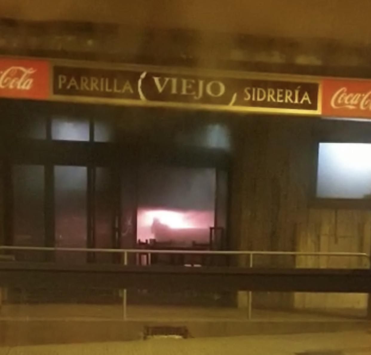 Incendio en la Sidraría Viejo, en La Felguera