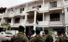 La esposa embarazada de un terrorista de Sri Lanka se hizo explotar junto a su hijo ante la policía