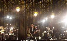 5.000 incondicionales arropan a Bob Dylan en su concierto en Gijón