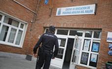Detenida tras amenazar a su marido y a su hija con un cuchillo en San Martín