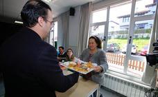 De un cumpleaños en Colombres a la votación en una cocina en Somiedo