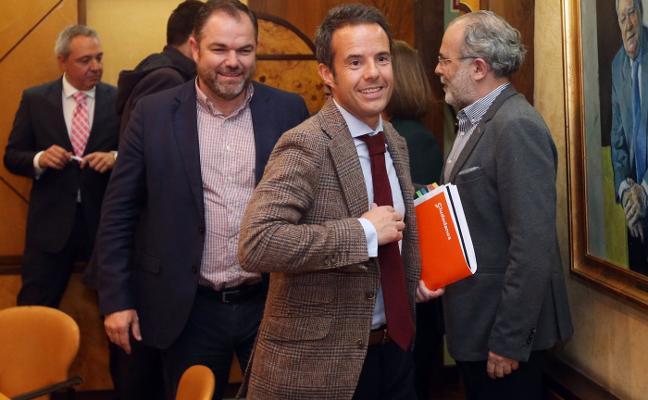 Cuesta presenta ante la Cámara su plan para «dinamizar» la economía de Oviedo