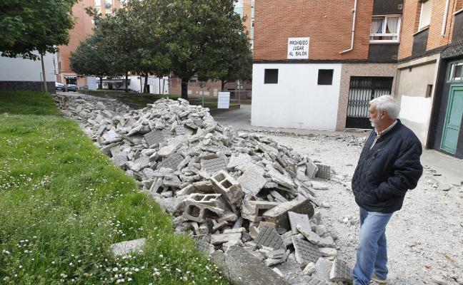 Las obras de la calle Río Eo, «paralizadas desde hace al menos tres semanas»