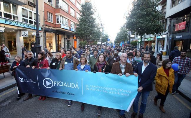 La proximidad de las elecciones caldea la oficialidad del asturiano: «Ye'l momentu»