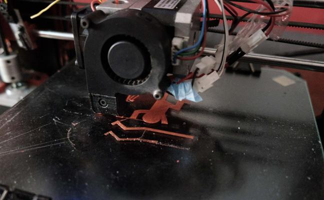 Recreo entre cables e impresoras 3D