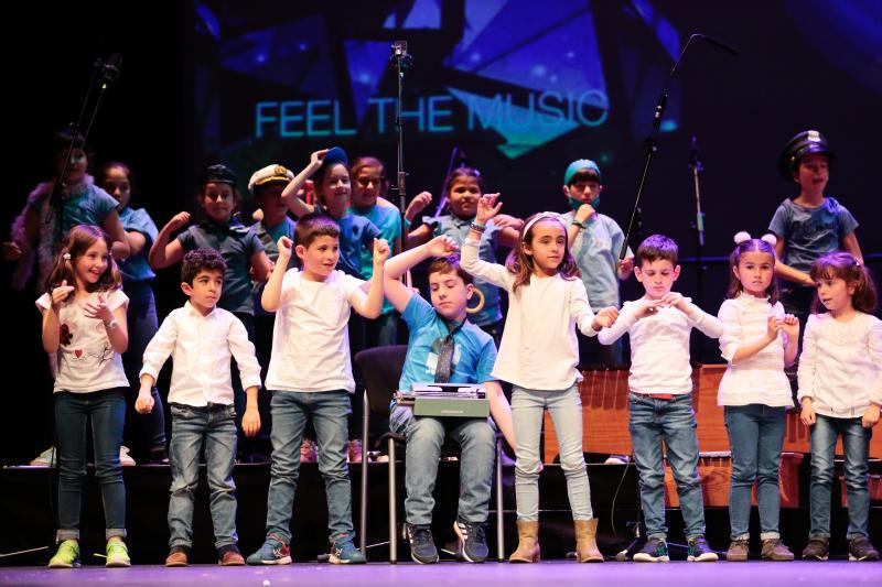 Escolares de Gijón bailan al ritmo de la 'banda de sonora de su vida'