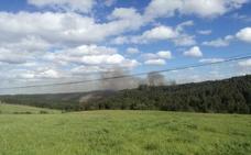 Las llamas devoran el monte de Bayas (Castrillón)