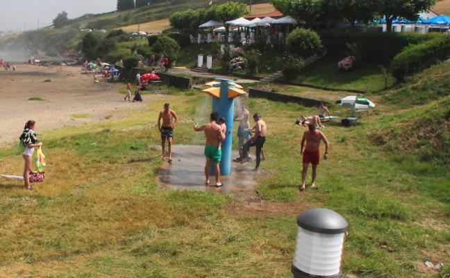 Foro reclama mejorar el saneamiento de Gozón y de la playa de Bañugues