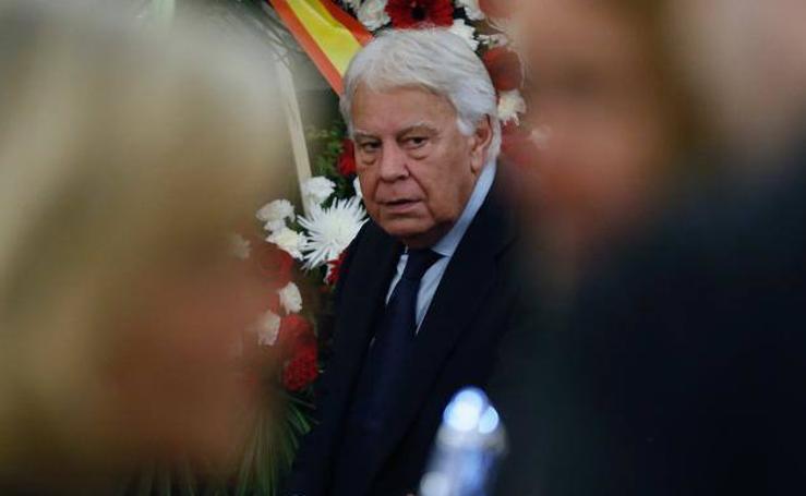 Los Reyes eméritos despiden a Alfredo Pérez Rubalcaba