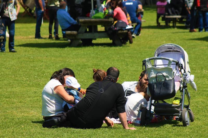 Asturias aprovecha el domingo de sol y calor