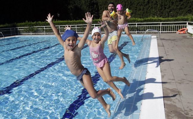Las piscinas retrasan su apertura a julio y la entrada será gratuita