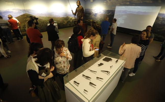 Medio centenar de visitantes alaban la muestra del aula de interpretación de la vía Carisa