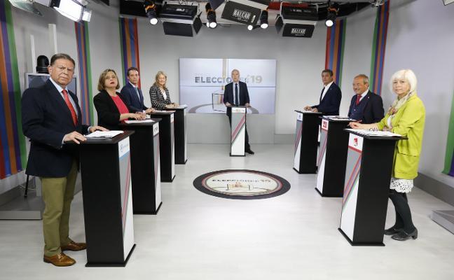 Los candidatos de Oviedo chocan por el área central y trazan alianzas variables