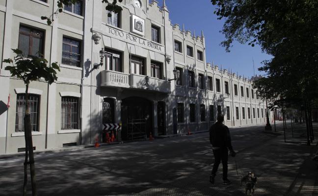 El edificio de oficinas de la fábrica de armas de Trubia 'estrena' fachada
