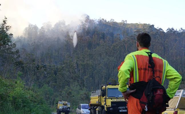 Los bomberos logran controlar el incendio de Alea que amenazaba al Sueve