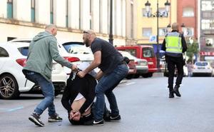 Espectacular persecución policial por el centro de Oviedo