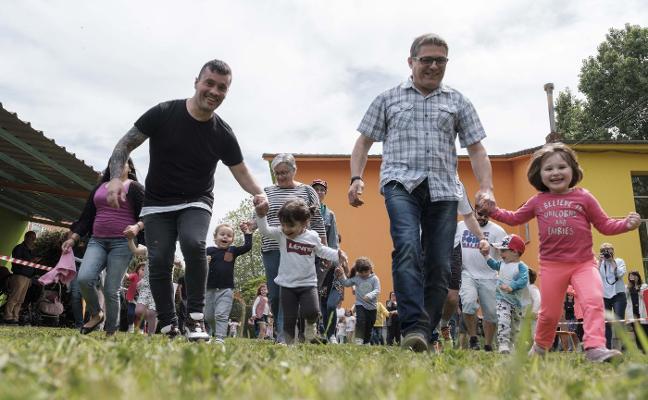 Peques a la carrera solidaria en el Jardín de Infancia de Roces
