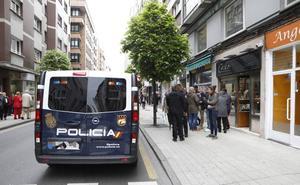 Agentes de la Policia evitan un robo en una joyería de Gijón