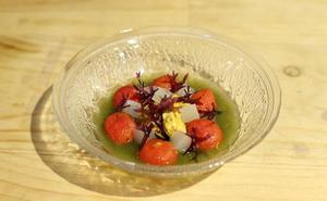 Mejillones, algas y tomate