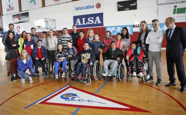 13 niños de Aspace visitan las instalaciones del Grupo