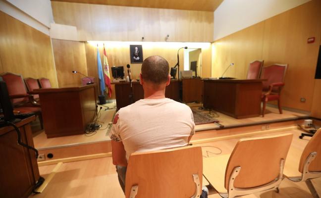 Acepta un año de cárcel y una multa de quinientos euros por tocar los genitales a un menor en Avilés