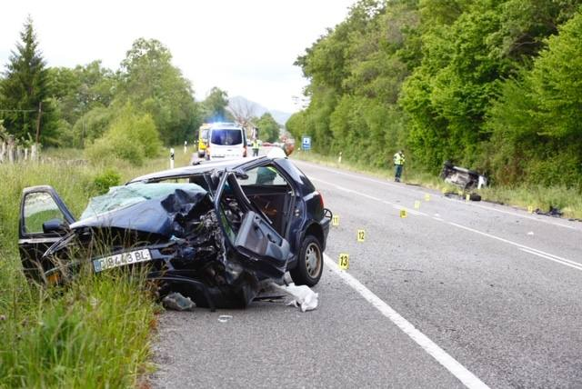 Brutal colisión entre dos vehículos en Nava
