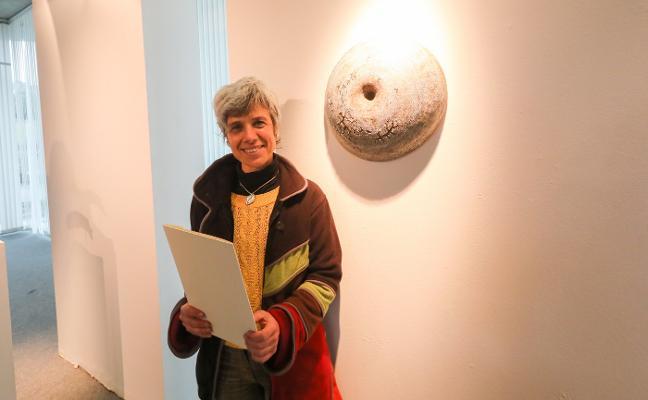 La ceramista Mónica Candela gana el Premio Villa de Avilés
