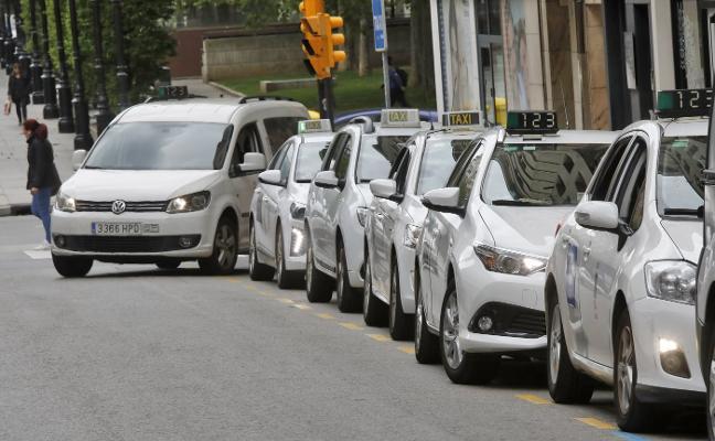 Los taxistas reclaman tarifas fijas para anticiparse a la llegada de Uber y Cabify