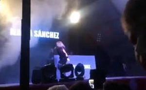 Lanzan huevos e insultan a Marta Sánchez en su concierto en Badalona