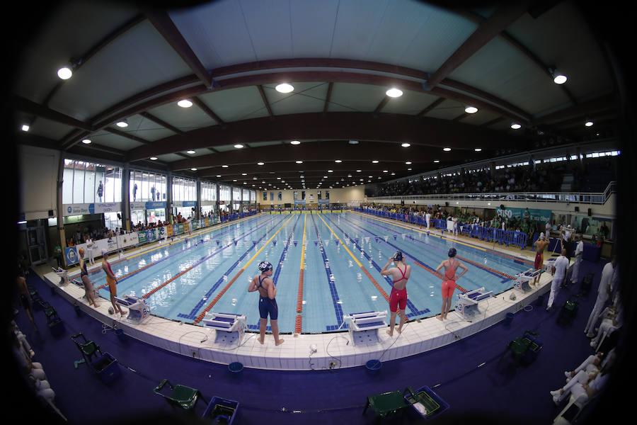 Los mejores nadadores se zambullen en el Santa Olaya