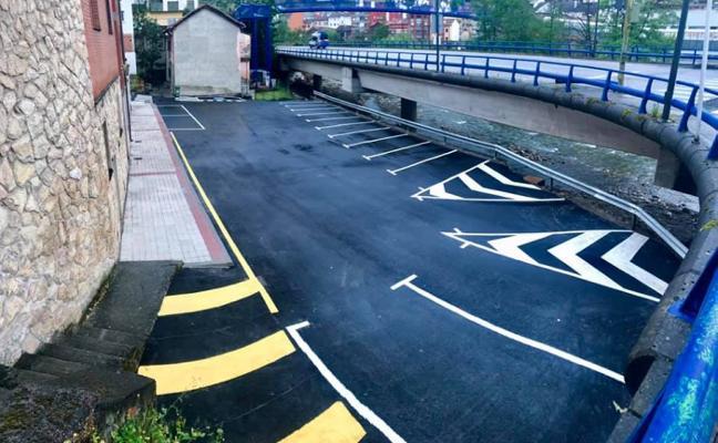Moreda recupera un espacio degradado y lo convierte en 17 plazas de aparcamiento
