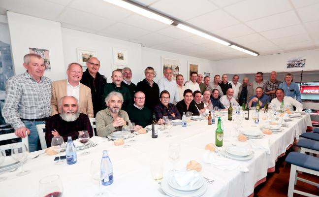 Maestros industriales del Revillagigedo celebran los 40 años de su promoción