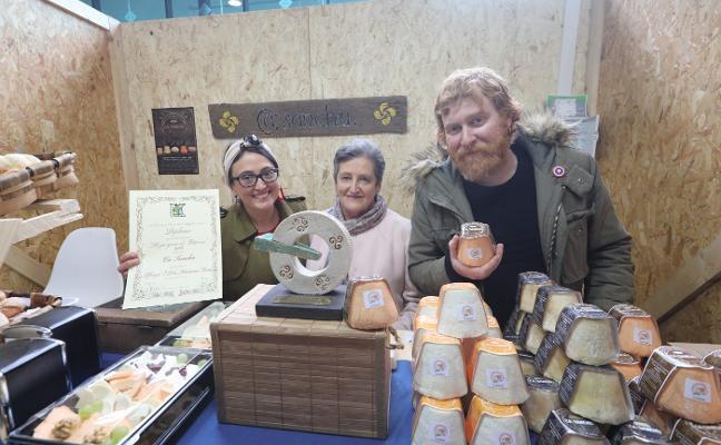 El Afuega'l Pitu de Ca Sanchu, premiado en Avilés como mejor queso de Asturias