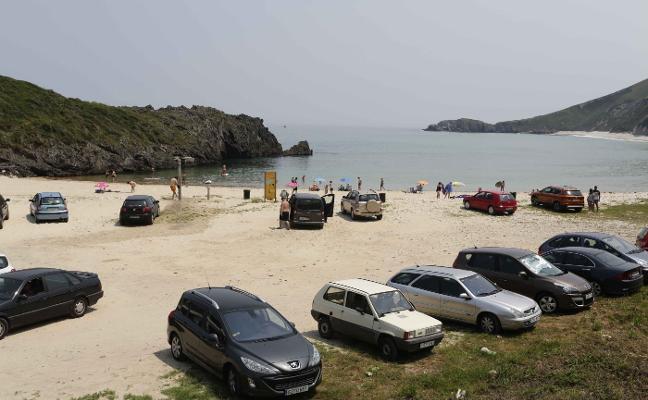 Llanes utilizará los aparcamientos para reducir la ocupación en las playas