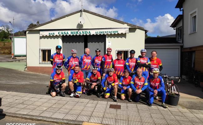 El Club Cicloturista de Ensidesa, en ruta a Burela