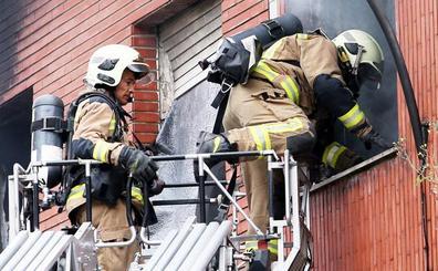 Crea una bolsa de empleo con sesenta y un bomberos para cubrir las vacantes