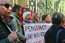 Concentración de pensionistas ante la Junta