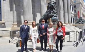 Los diputados asturianos juran o prometen sus cargos en el Congreso en castellano y asturiano