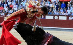 Gonzalo Caballero, novio de Victoria Federica, herido grave tras sufrir una cogida en Las Ventas