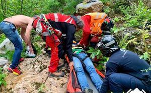 Herido un senderista holandés al ceder una barandilla en la Senda del Oso