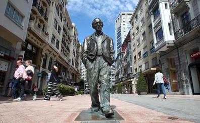 Un Oviedo en bronce para los inmortales