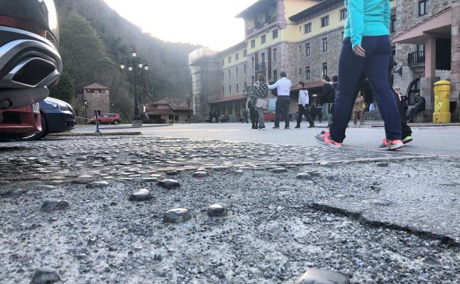 El Principado formaliza el contrato de la obra de la explanada de Covadonga