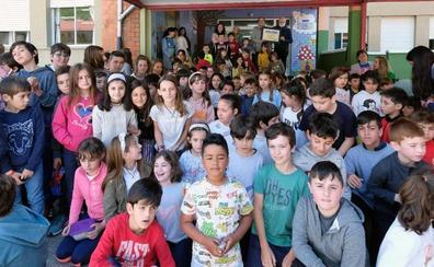 El colegio de La Foz entrega 1.200 euros para la compra de libros para el Sáhara