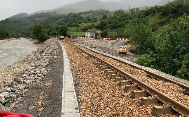 Los trenes de Feve volverán a circular el viernes por las vías de Cabañaquinta