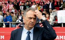 Caparrós cambia el banquillo del Sevilla por los despachos