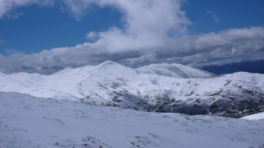 Nieve en la montaña asturiana en pleno mayo
