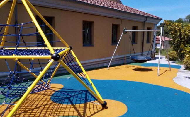 Riego estrena parque infantil junto a la escuela
