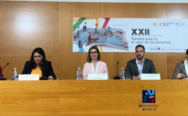 La regidora riosellana lleva las campañas turísticas del concejo hasta Castellón
